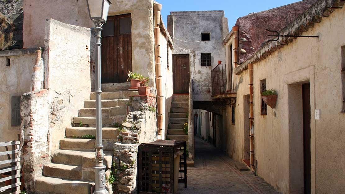 Il borgo storico di Brolo